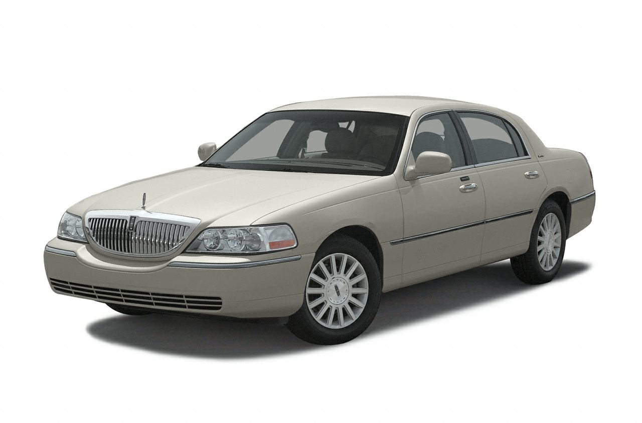 2003 Lincoln Town Car Signature Miles 108000Color Champagne Stock LH1080A VIN 1LNHM82W83Y645