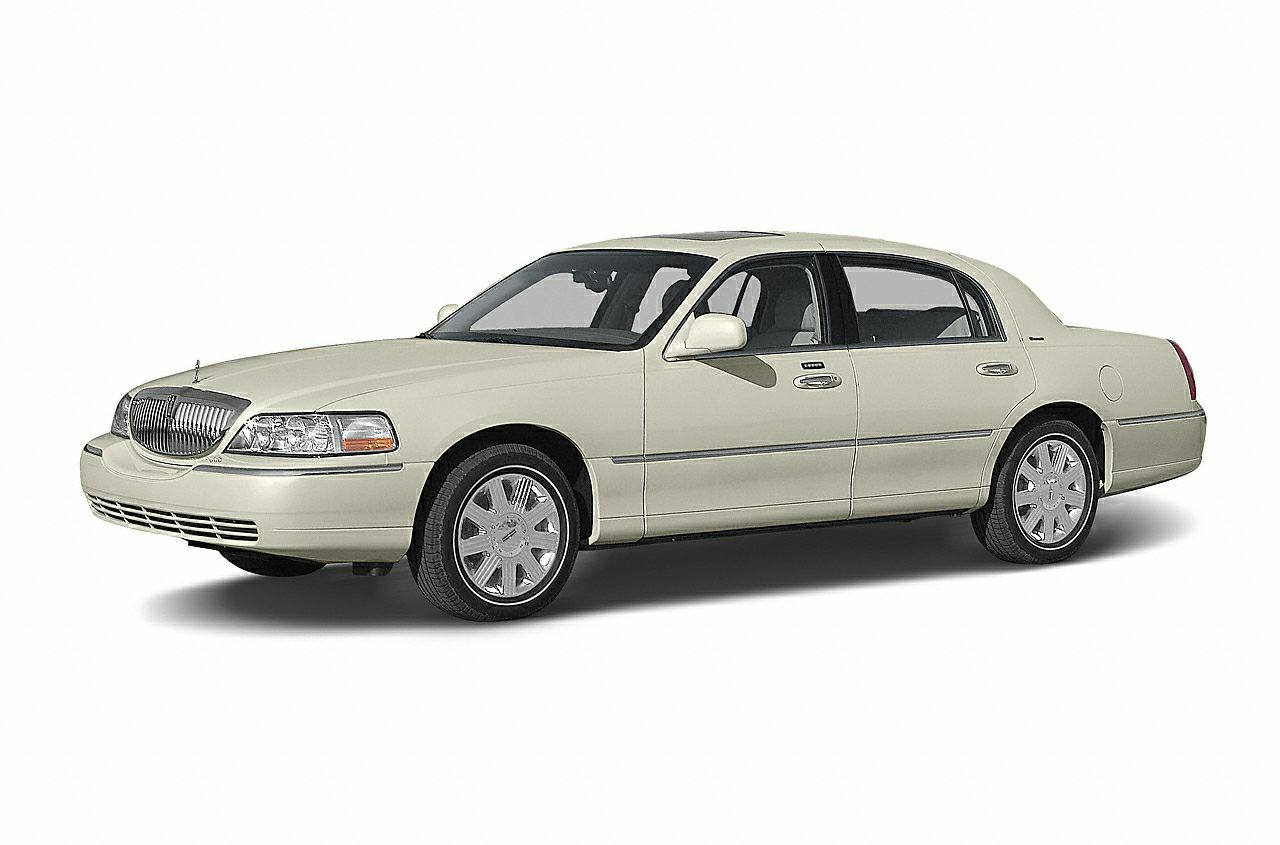 2004 Lincoln Town Car Signature WE SELL OUR VEHICLES AT WHOLESALE PRICES AND STAND BEHIND OUR CARS