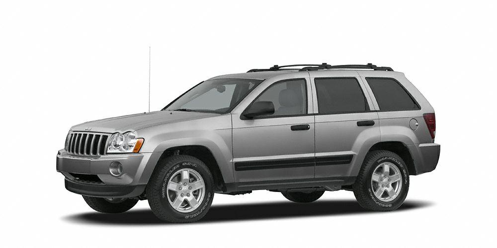 2007 Jeep Grand Cherokee Laredo CLEAN CARFAX REPORT  Runs mint 4 Wheel Drive4X4